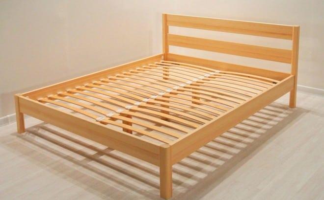 Деревянный каркас двуспальной кровати