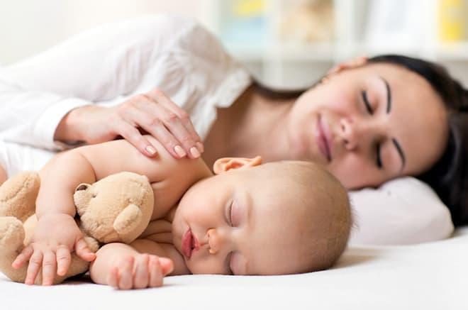 Позы для совместного сна с грудничком