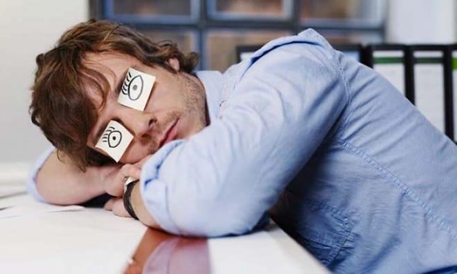 Причины засыпания на рабочем месте