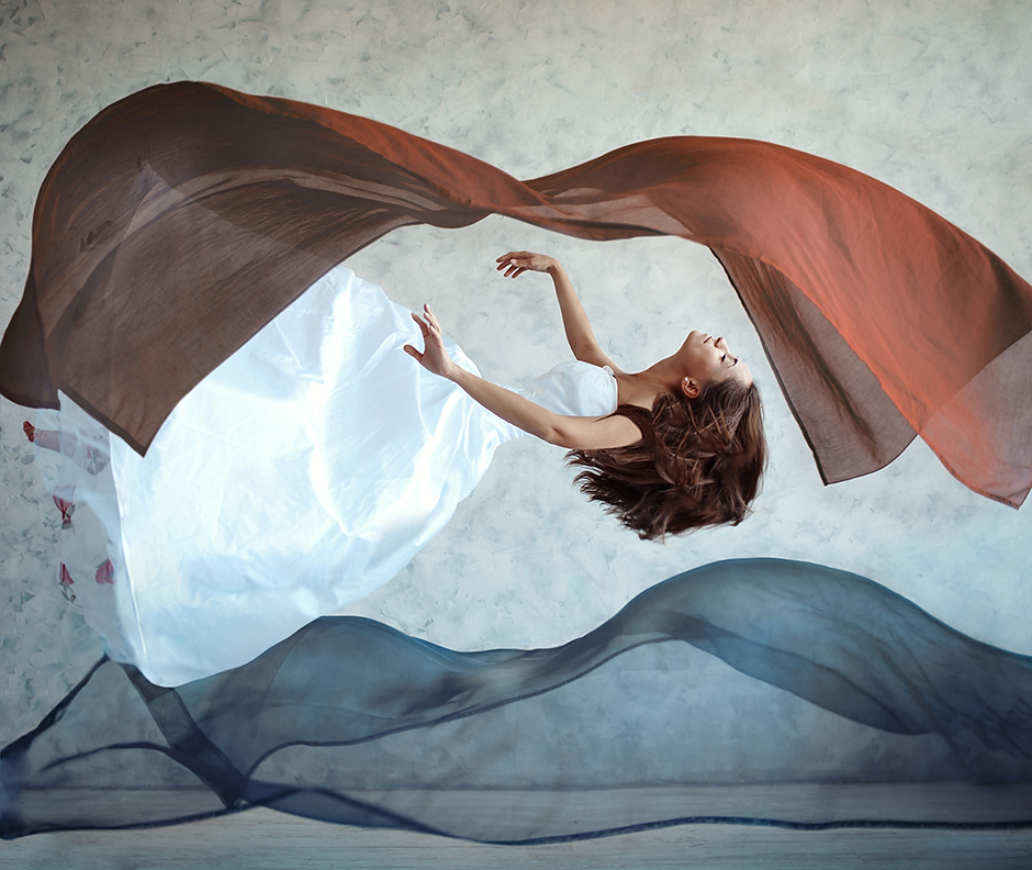 фото-Flying woman